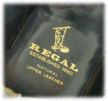 REGAL(リーガル 2585)オールソール交換(靴底張替え)修理×2足別々のお客様より同時期に修理のご依頼をいただいたリーガルの紳士靴のご紹介です。2足ともにご購入