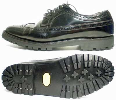 リーガル(REGAL)ウィングチップ ドレスシューズ (革靴・紳士靴・ビジネスシューズ)オールソール交換修理(靴底張替えリペア)/ビブラム(Vibram 1136-黒)修理後