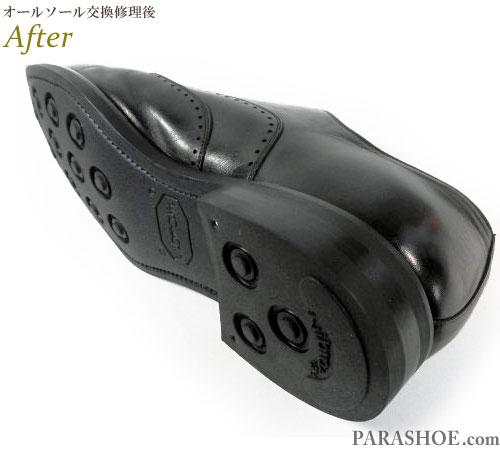 スコッチグレイン(SCOTCH GRAIN)ウィングチップ ドレスシューズ(革靴・ビジネスシューズ・紳士靴)のオールソール交換修理(靴底張替え修繕リペア)/ビブラム(Vibram)2055(イートンソール・黒)-グッドイヤーウェルト製法 修理後の底面とヒール(かかと)革積み上げ部分
