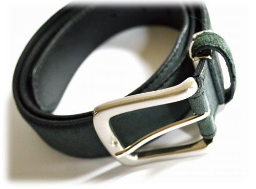 黒の革ベルト