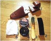 1、シューツリー 2、靴ブラシ 3、小ブラシ 4、靴クリーム(黒)またはデリケートクリーム 5、KIWIシューポリッシュ(黒) 6、靴クリームを塗る布