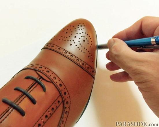 靴底をなぞった線を描く