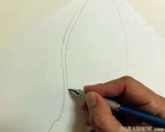 ソール輪郭の内側に線を描く