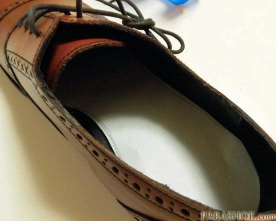 インソール紙を靴に入れて確認する