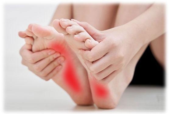 足底腱膜炎(足底筋膜炎)で痛む素足の足裏