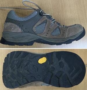 インジェクション・モールド式のトレッキングシューズ(登山靴)圧着式ソール